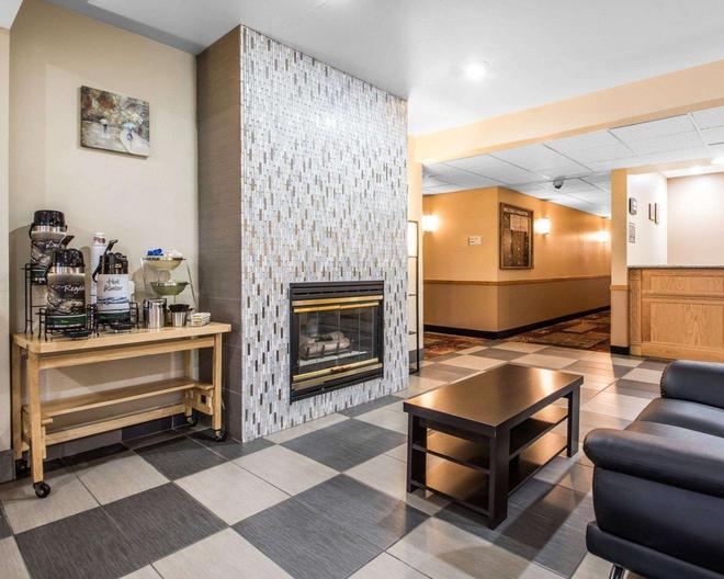 Quality Inn - Mauston - Lobby