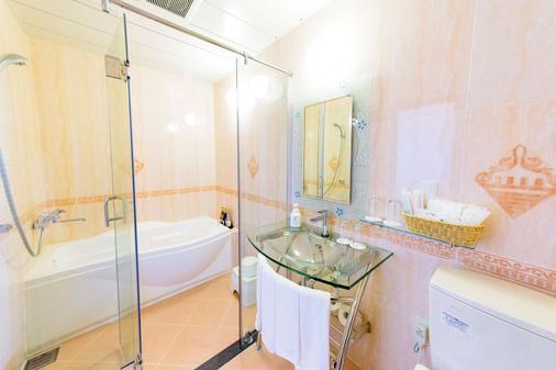Best Western Okinawa Kouki Beach - Nago - Bathroom