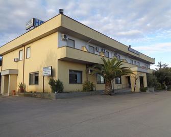 Hotel Millennium - Orte - Building