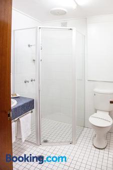 Tudor Inn Motel - Newcastle - Bathroom