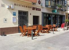 Hostal Restaurante Arasa - Santa Barbara - Patio