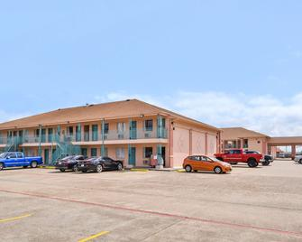 Americas Best Value Inn Clute Lake Jackson - Clute - Building