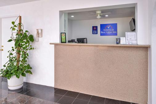 Americas Best Value Inn Clute Lake Jackson - Clute - Rezeption