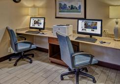 Hampton Inn Charlottesville - Charlottesville - Business centre