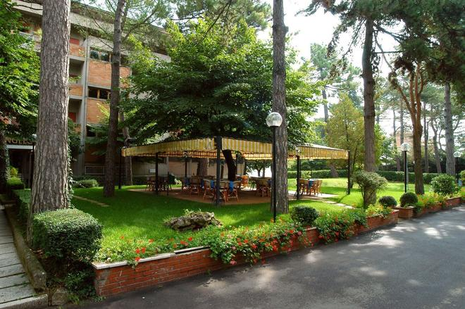 Hotel Michelangelo - Chianciano Terme - Outdoors view