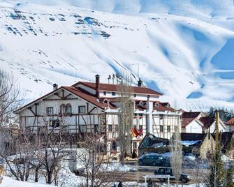 Le Cedrus Hotel - Bsharri - Außenansicht