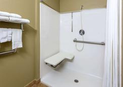 Microtel Inn & Suites by Wyndham Norcross - Norcross - Bathroom