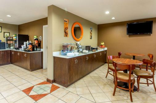 Microtel Inn & Suites by Wyndham Norcross - Norcross - Buffet