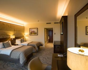 Celtic Manor Resort - Newport - Bedroom
