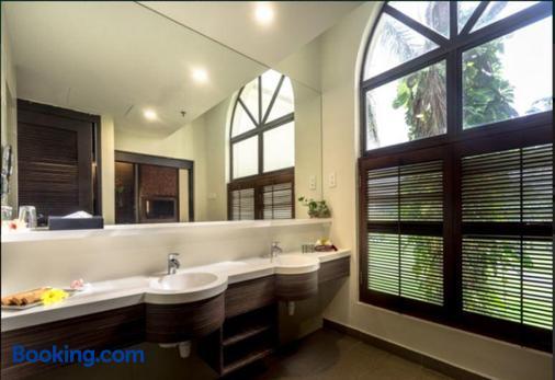 馬來西亞丹隆浦帖里高爾夫球渡假村 - 巴西古當 - 柔佛巴魯 - 浴室