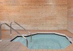 Super 8 by Wyndham Sparta - Sparta - Pool