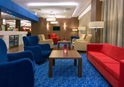 Hampton by Hilton Gdansk Airport - Gdansk - Lounge