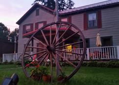 The Wheelhouse Inn - Pine Hill - Gebäude