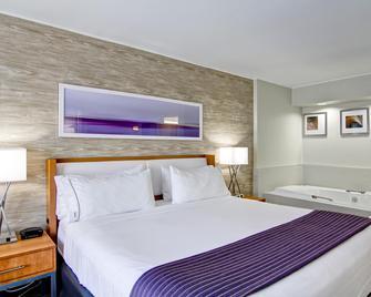 Holiday Inn Express Kamloops - Kamloops - Bedroom