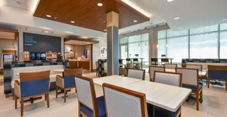 Holiday Inn Express & Suites Charlotte - Ballantyne, An IHG Hotel - Charlotte - Restaurante