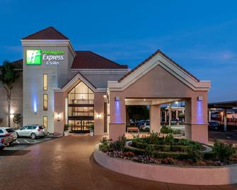 Holiday Inn Express & Suites Lathrop - Lathrop - Building