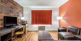 Motel 6 Madison East - מדיסון - סלון