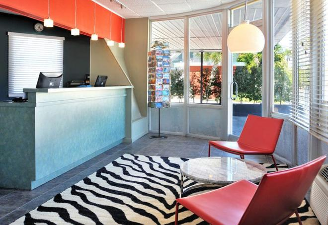 Blue Marlin Motel - Key West - Lobby