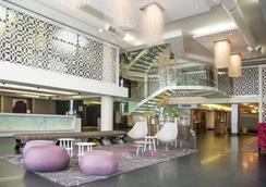 DoubleTree by Hilton Cape Town - Upper Eastside Hotel - Cape Town - Lobby