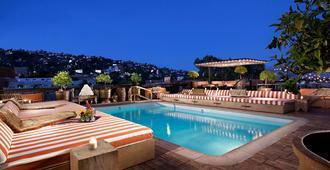 Petit Ermitage - לוס אנג'לס - בריכה