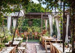 Petit Ermitage - Los Angeles - Restaurante