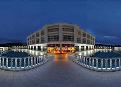 白色宮殿 SPA 飯店 - 亞洛瓦 - 建築