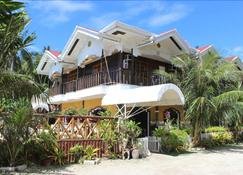 Villa Limpia Beach Resort - Loay - Building