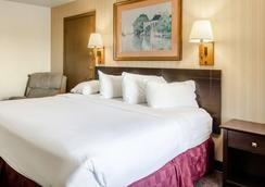 Americas Best Value Inn & Suites Ft. Collins E at I-25 - Fort Collins - Bedroom