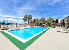 Americas Best Value Inn & Suites Ft. Collins E at I-25 - Fort Collins - Piscina