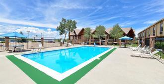 Americas Best Value Inn & Suites Ft. Collins E at I-25 - Fort Collins - Uima-allas