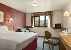 Days Inn by Wyndham Michaelwood M5 - Dursley - Bedroom