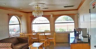 Scottish Inn & Suites - בומונט - מסעדה