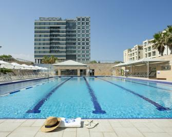 ApartHotel Okeanos on the Beach - Герцлія - Pool