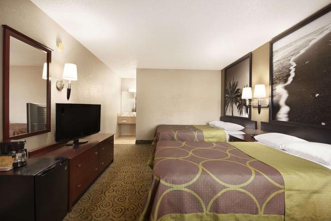 Super 8 by Wyndham Ormond Beach - Ormond Beach - Bedroom