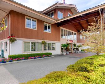 Econo Lodge Inn & Suites - North Vancouver - Building