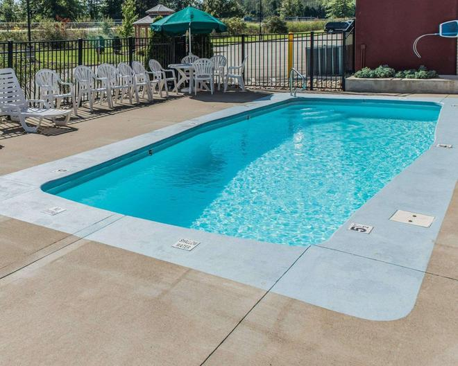 Comfort Inn - Belle Vernon - Pool