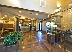 Hotel Strata - Mountain View - Lobby