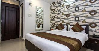 OYO 10720 Hotel Galaxy - Indore
