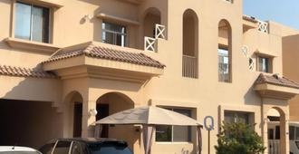 Q Hostel - Doha - Building