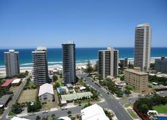 The Crest Apartments - Main Beach - Outdoors view