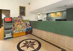 Ramada by Wyndham Temple Terrace/Tampa North - Tampa - Lobby