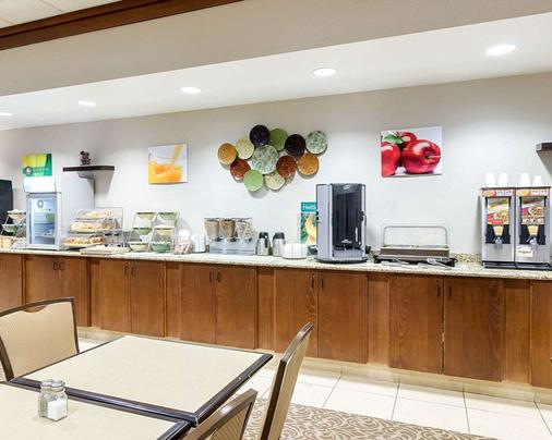 Quality Inn and Suites Conference Center and Water Park - Jamestown - Buffet