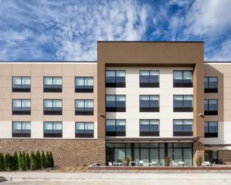 Holiday Inn Express & Suites East Peoria - Riverfront - East Peoria - Building