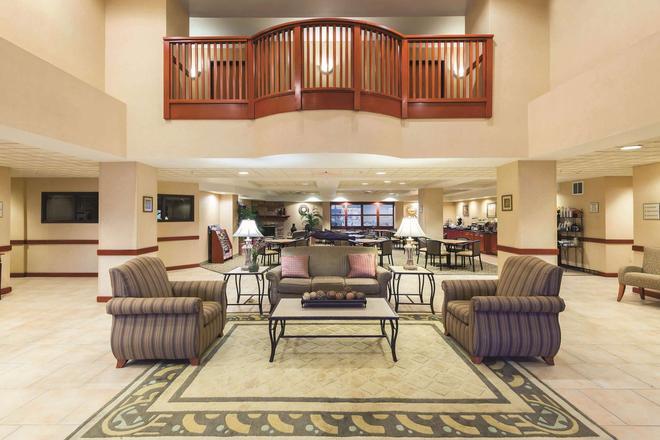 La Quinta Inn & Suites by Wyndham Kennewick - Kennewick - Lobby