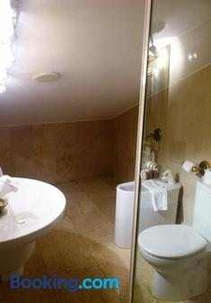 Microtel Placentinos - Salamanca - Bathroom
