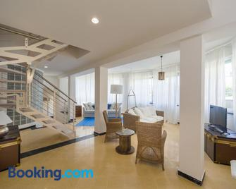 Cinque Terre Moneglia Apartments - Moneglia - Living room