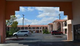 Luxury Inn - Albuquerque - Building