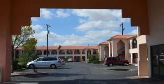 Luxury Inn - Albuquerque - Toà nhà
