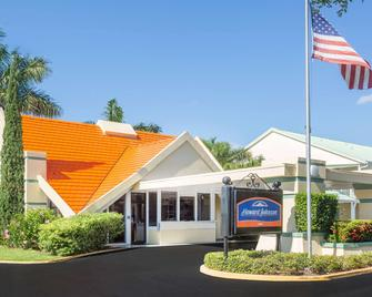 Howard Johnson by Wyndham Vero Beach / Downtown - Vero Beach - Edificio