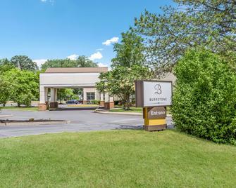 Burrstone Inn Ascend Hotel Collection - New Hartford - Edificio